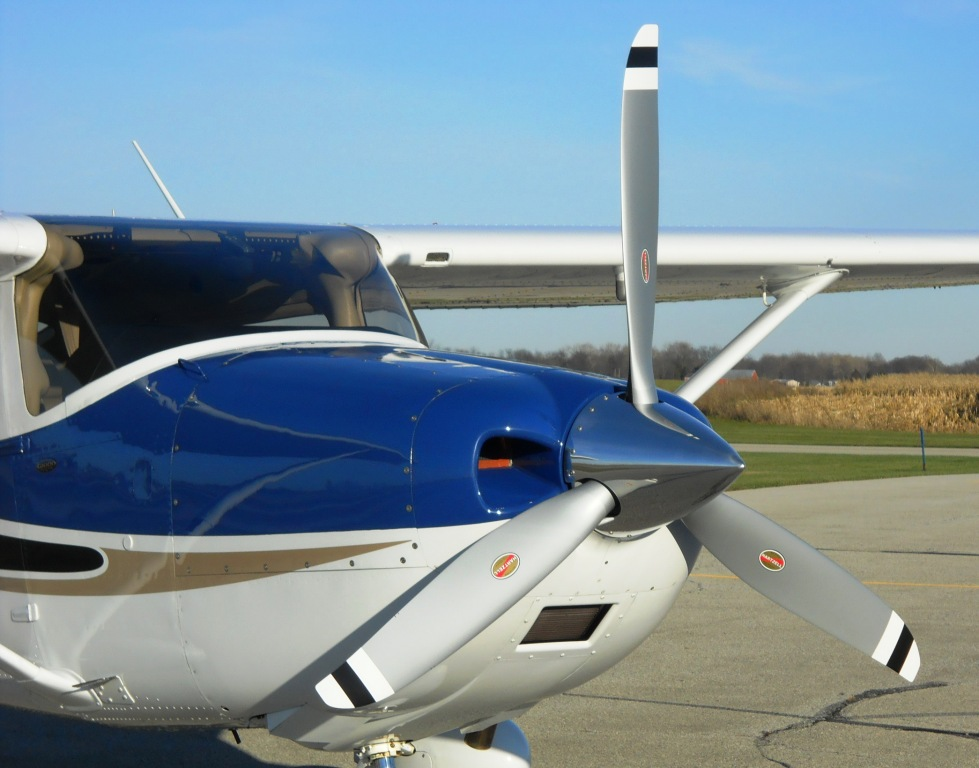 Cessna 182 with Hartzell Scimitar Top Prop